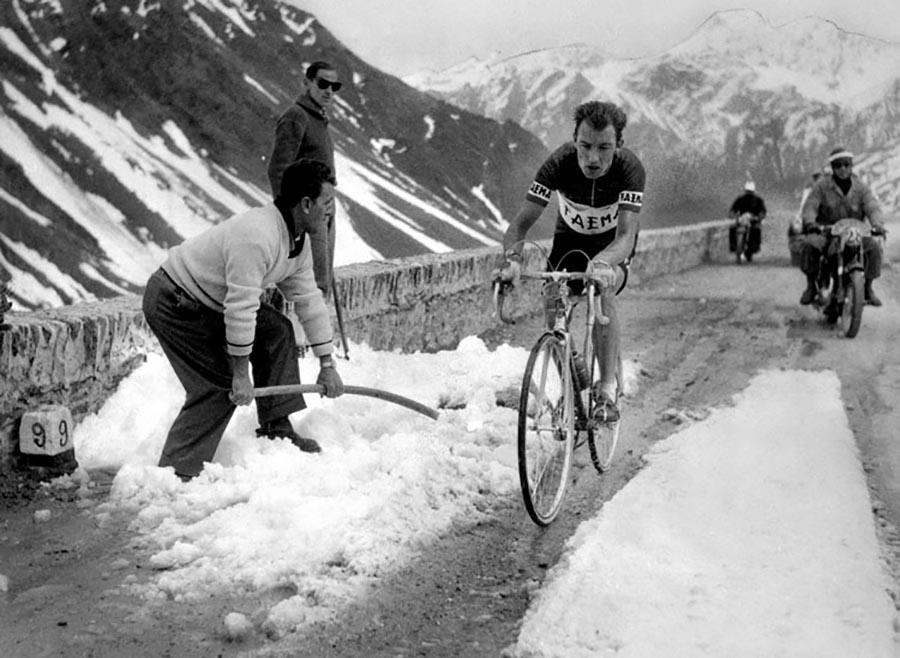 CHARLY GAUL DANS LE TOUR D'ITALIE 1957